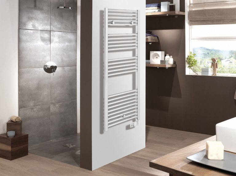 Grzejnik łazienkowy – prosty wygląd i przydatne funkcje