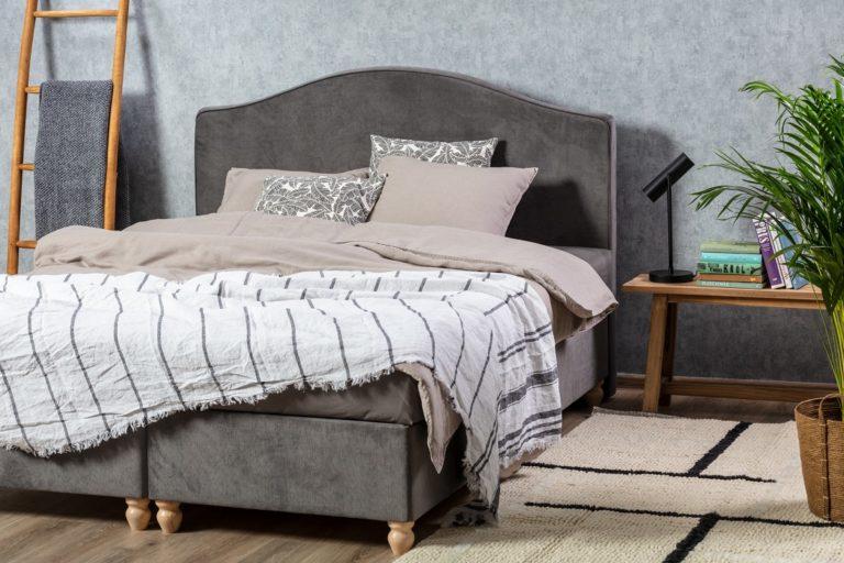 Rustykalna swoboda – jak wprowadzić ją do wnętrza sypialni?