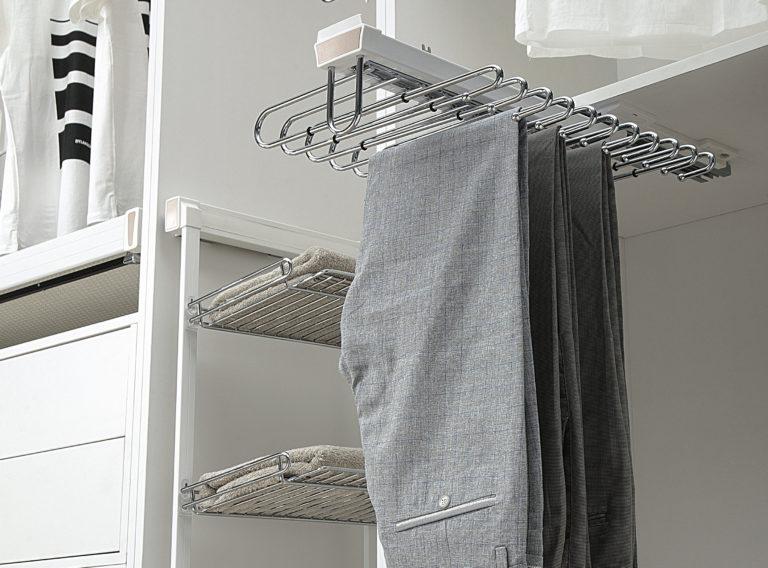 Aby garderoba była funkcjonalna i wygodna należy zadbać o jej ergonomiczne wyposażenie