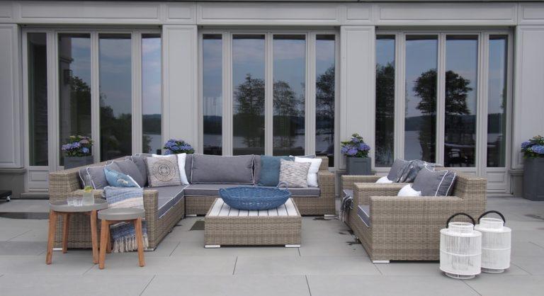 Powrót do natury – jak wybrać meble do ogrodu, na taras i balkon? 4 rady od architektów wnętrz